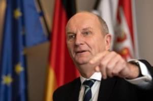 Landtag: Ehrenamtler im Landtag gewürdigt: Woidke verurteilt Angriffe