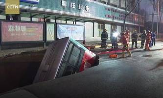 straßenloch in china verschlang bus: neun tote