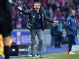 Unglücklich mit vier Dingern: FC Bayern klettert, Klinsmann hadert