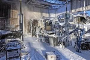 meckelfeld: feuer vernichtet komplette autowerkstatt