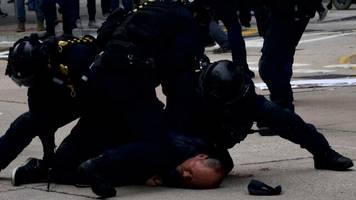 Demonstrationen: Polizei löst Massenproteste in Hongkong gewaltsam auf