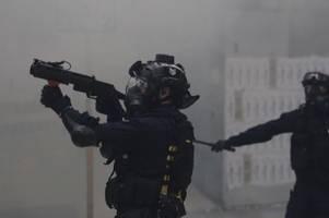 Hongkongs Polizei stoppt Marsch von Zehntausenden mit Gewalt