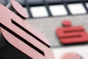 neuausrichtung: sparkasse holstein beruft vier neue filialleiter