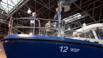 düsseldorf: malheur bei bootstaufe eines polizeiboots