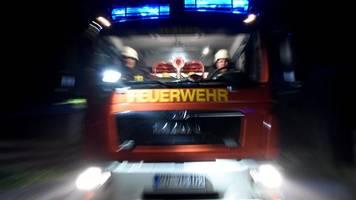 Fußmatte fängt Feuer: drei Verletzte bei Brand in Düsseldorf