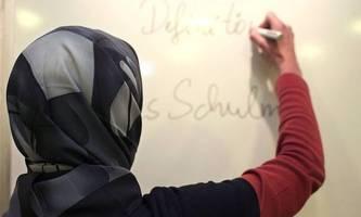 Kopftuchverbot ausweiten? ÖVP-Landesrätin gegen ÖVP-Linie
