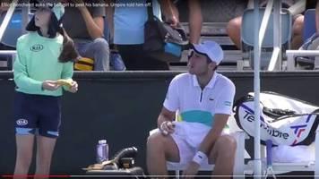Schiedsrichter greift ein: Eklat bei Australian Open: Tennis-Profi will, dass Ballmädchen eine Banane für ihn schält