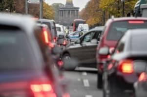 Klimaschutz: Ab 2030 Fahrverbot für Benzin- und Dieselautos in der City