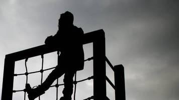 Änderung des Grundgesetzes: Bundestagsgutachten: Kinderrechte-Entwurf greift zu kurz