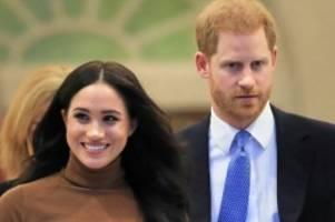 royals: prinz harry fliegt mit linienflugzeug zu meghan nach kanada