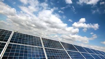 Neuer Solarpark soll Ökostrom ins Bahnnetz einspeisen