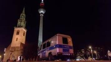 berlin: weltkriegsbombe am roten rathaus entschärft