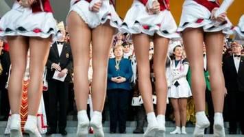 Merkel empfängt Prinzenpaare und Narrenherrscher im Kanzleramt