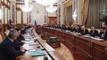 wechsel in russland : putin präsentiert neue regierung - wer sind die neuen köpfe?