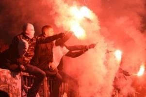 Fußball: Nach Hamburger Pyro-Derby: Streit um Strafe geht weiter