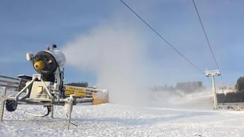 skisaison geht nach pause weiter: schnee künstlich erzeugt