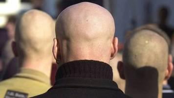 gruppe verboten: combat 18, das neonazi-netzwerk unter den initialen adolf hitlers