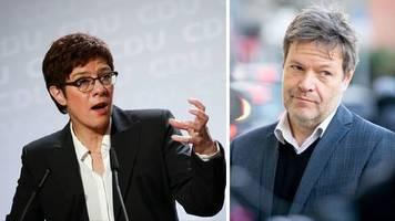 Weltwirtschaftsforum: Kramp-Karrenbauer attackiert Habeck wegen Trump-Kritik in Davos