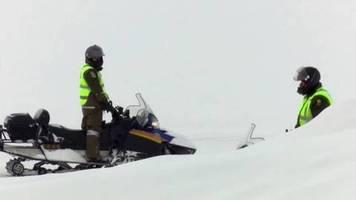 Kanada: Schneemobilfahrer brechen durchs Eis – Tourleiter stirbt, fünf Franzosen vermisst