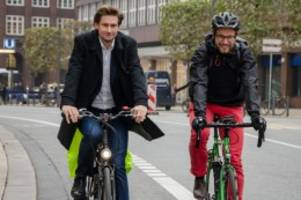 Neue Radverkehrsstrategie: Fahrradstadt Hamburg: Grüne wollen grüne Welle für Radler