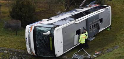 Zwei Grundschulkinder bei Schulbusunfall ums Leben gekommen