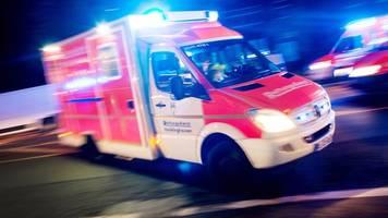 senior auf parkplatz von auto erfasst und schwer verletzt