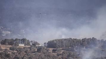 kein ende der buschfeuer - brände in australien: flugbetrieb incanberra eingestellt