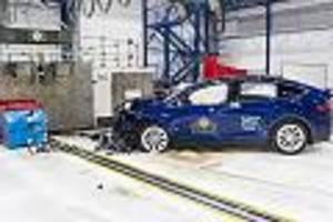 - Tesla Model X wird bei Unfall zweigeteilt: Fahrer bleibt unbeschadet