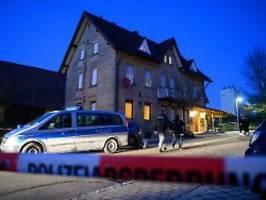 Mann tötet Familienmitglieder: Blutbad erschüttert Rot am See