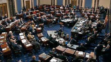 Sitzungsmarathon im US-Senat: Trump-Impeachment: Senatoren spielen oder halten Schläfchen