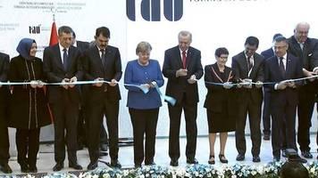 Video: Merkel mahnt bei Besuch in Istanbul Wissenschaftsfreiheit in Türkei an