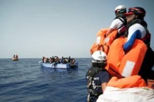 migration: seenotrettung: deutschland hat 401 migranten aufgenommen