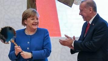 """Besuch in Istanbul: """"Geschätzte Freundin"""" – Erdogan findet freundliche Worte für Merkel"""