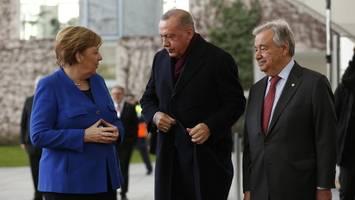 Heikle Themen im Gepäck: Kanzlerin Merkel reist nach Istanbul