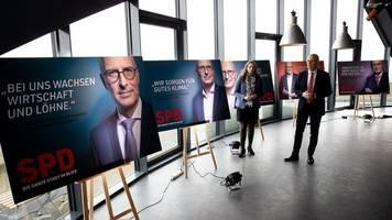 Überall in hamburg werben politiker auf plakaten um stimmen