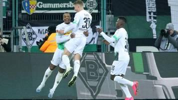 Fußball-Bundesliga: Die Bayern deklassieren Schalke, Leipzig verliert gegen Frankfurt