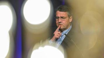 nach kritik: gabriel verteidigt wechsel in aufsichtsrat der deutschen bank