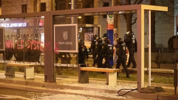 Steinhagel auf Polizei: Indymedia-Demo in Leipzig eskaliert
