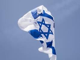 Hitlergruß und Flagge auf Schlot: Rechte provozieren bei Holocaust-Gedenken