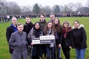 erinnern an todesmärsche: hunderte bargteheider schüler gedenken der opfer der nazis