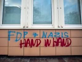 Parteizentralen beschmiert: FDP-Politikerin mit Feuerwerk beschossen