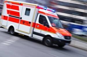 unfälle: radmuttern vermutlich gelöst: rettungswagen verliert räder