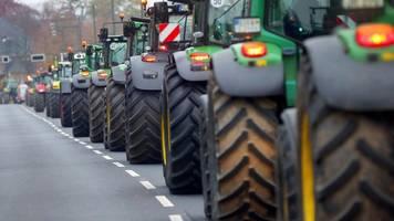hunderte teilnehmer bei traktoren-demo in gießen