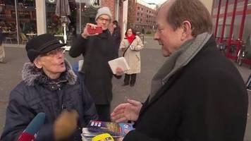 Hamburg: Wütende Rentnerin sagt AfD-Mann in Fußgängerpassage ihre Meinung