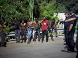 Migration: Besser zum Konsulat