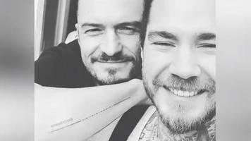 Tätowierung für seinen Sohn: Orlando Bloom zeigt sein neues Tattoo auf Instagram –inklusive Tippfehler