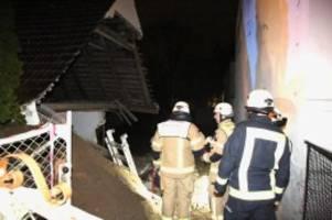 Polizei und Feuerwehr: Blaulicht-Blog: Doppelhaushälfte in Wannsee stürzt ein