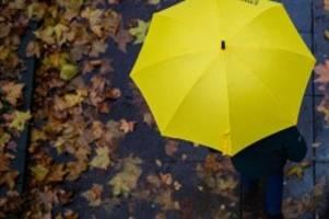 Wetter: Regen, milde Temperaturen und Sturm am Wochenende