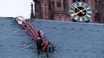 Frankfurter Dom nach Kran-Unfall wieder geöffnet