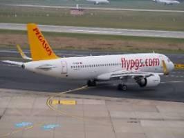 Vorfall am Airport Düsseldorf: Flugzeug nach Reifenbrand evakuiert